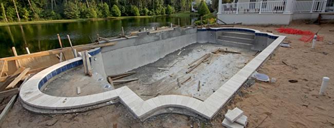 Priv zwembad aanleggen of zwembad bouwen belangrijke for Zwembad plaatsen in tuin