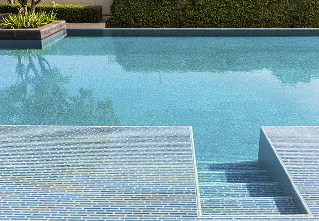 Mozaïek zwembad bouwen: prijs tips & advies zwembadaanleg.net