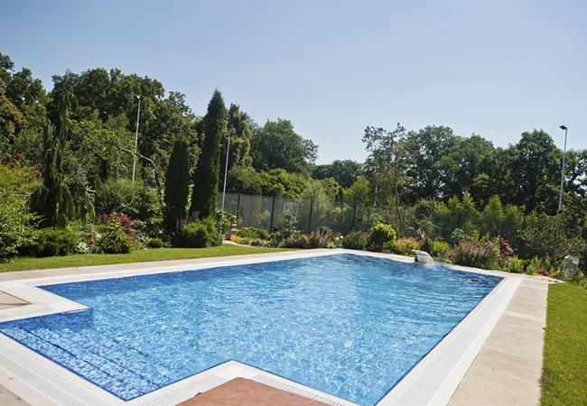 Vorm van zwembaden vergelijken tips foto 39 s en inspiratie for Rechthoekig zwembad